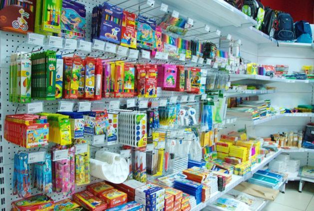 cc739e5832980 На тему выкладки товара в канцелярском магазине мы побеседовали именно со  специалистами проекта Free Shop, которые успешно руководят оформлением  новых ...